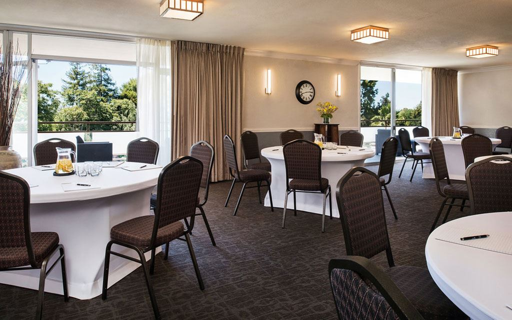 Hotel Amenities - Meeting Room