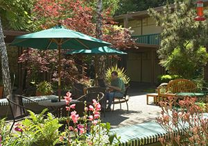 Creekside Inn Hotel Courtyard, California